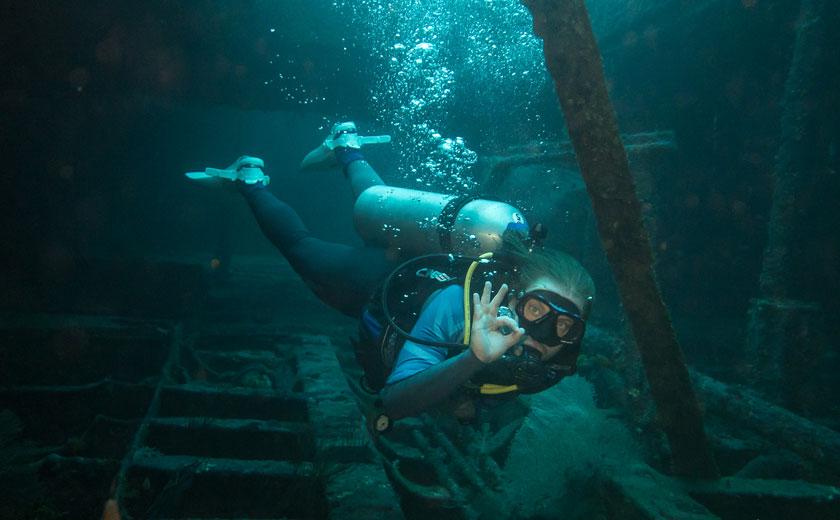 scuba diving in puerto galera alma jane wreck